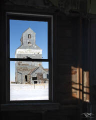 grain elevator, saskatchewan, saskatchewan pool, fusilier, ghost town, snow, winter, framing, window, shadow