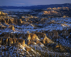 sunrise, snow, winter, selective lighting, dramatic lighting, bryce, bryce canyon, bryce canyon national park, petrified sand dunes, badlands, hoodoos, pre dawn, peach, bryce point, utah