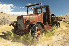 truck, antique international truck, old work truck, abandoned, rusty truck, old pickup, rusting truck, 1930 international truck, 1931 international truck, retirement, out to pasture, abandoned, bannac