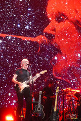 roger waters, pink floyd, in concert, performing, us + them, us and them, fender guitar, dark side of the moon, the wall