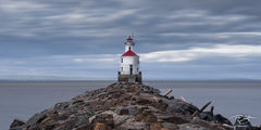 lighthouse, wisconsin point, lake superior, duluth, minnesota, wisconsin, light, beacon, rocky point, red, blue, pier, rocky, jetty, rugged coast, north shore, long exposure, stormy, cold