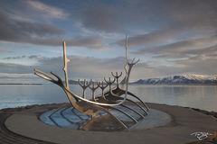 Jón Gunnar Árnason, Sun Voyager, voyageur, ode to the sun, undiscovered territory, Sæbraut, Reykjavík, Iceland, Sólfar, solfar, sculpture, golden light, morning, dawn, viking
