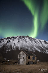 Iceland, aurora, borealis, green, abandoned, stars, northern lights, spirit, coronal mass ejection, solar flare, energy, nordic, arctic, farmhouse, house, deserted, forsaken, a sign from above, spirit
