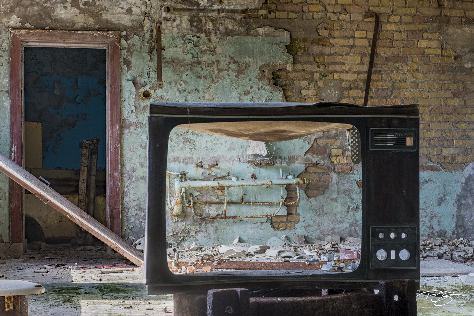 chernobyl, chornobyl, pripyat, exclusion zone, abandoned, forgotten, wasteland, radioactive, decay, peeling paint, moss, reclamation, dusty, rust, television, tv, spooky, brick, door, tube, 57 Channel, photo
