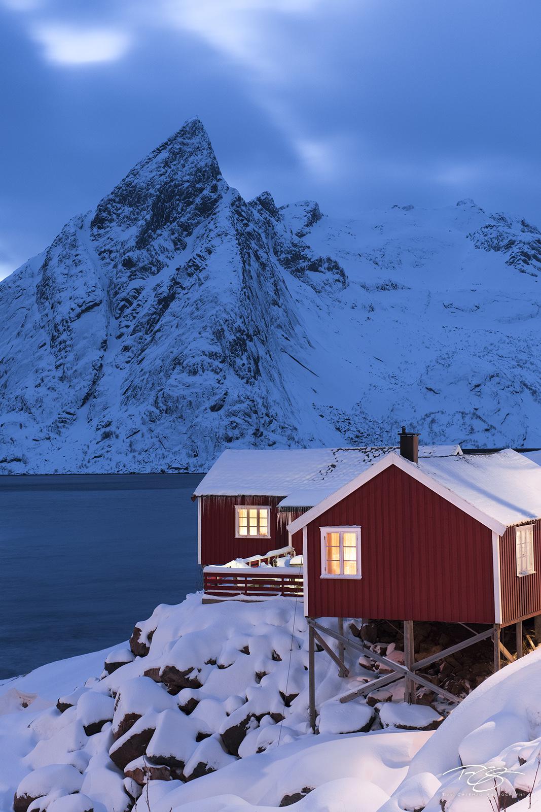 norway, gallery, lofoten, Hamnøy, hamnoy, Hamnøya, Sakrisøya, Sakrisoy, olstinden, snow, fishing village, Moskenes, Reine, rorbu, rorbuer, Eliassen Rorbuer, winter, blue hour, photo