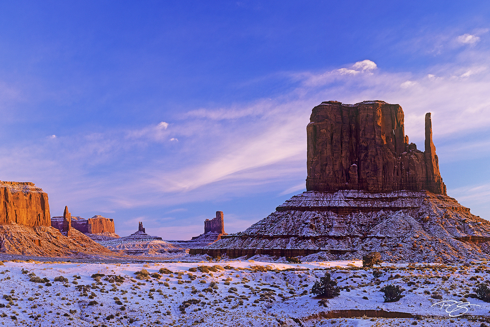 Utah, Arizona, Monument Valley, Southwest, Geology, Mittens, West Mitten, Sentinel Mesa, Butte, Big Indian, King on his Throne, Castle Rock, Bear and Rabbit, Navajo land, Stagecoach, Old West, sunrise, photo