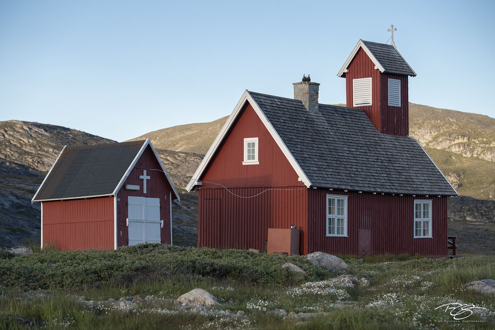 Ilimanaq;inuit settlement; village; town; settlement; inuit; ilimanaq church; chapel; cathedral; church; greenlandic church; red church; red paint; red, photo