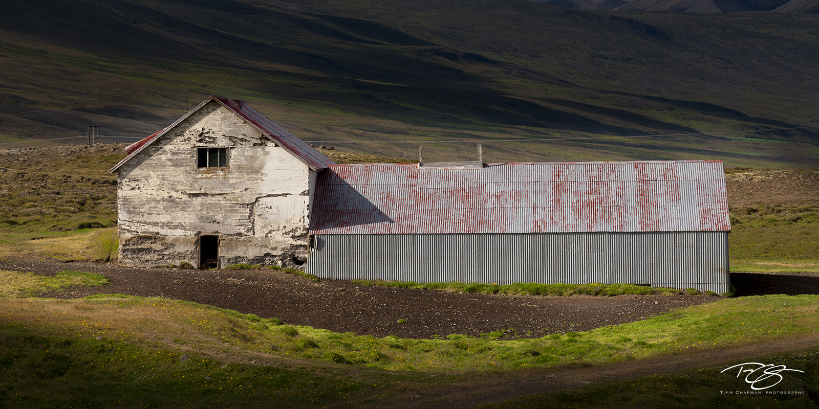 iceland, selective lighting, farm, barn, farmhouse, rural, rural scene, weathered, patina, peeling paint, abandoned, worn, light, shadow, In the Spotlight, photo