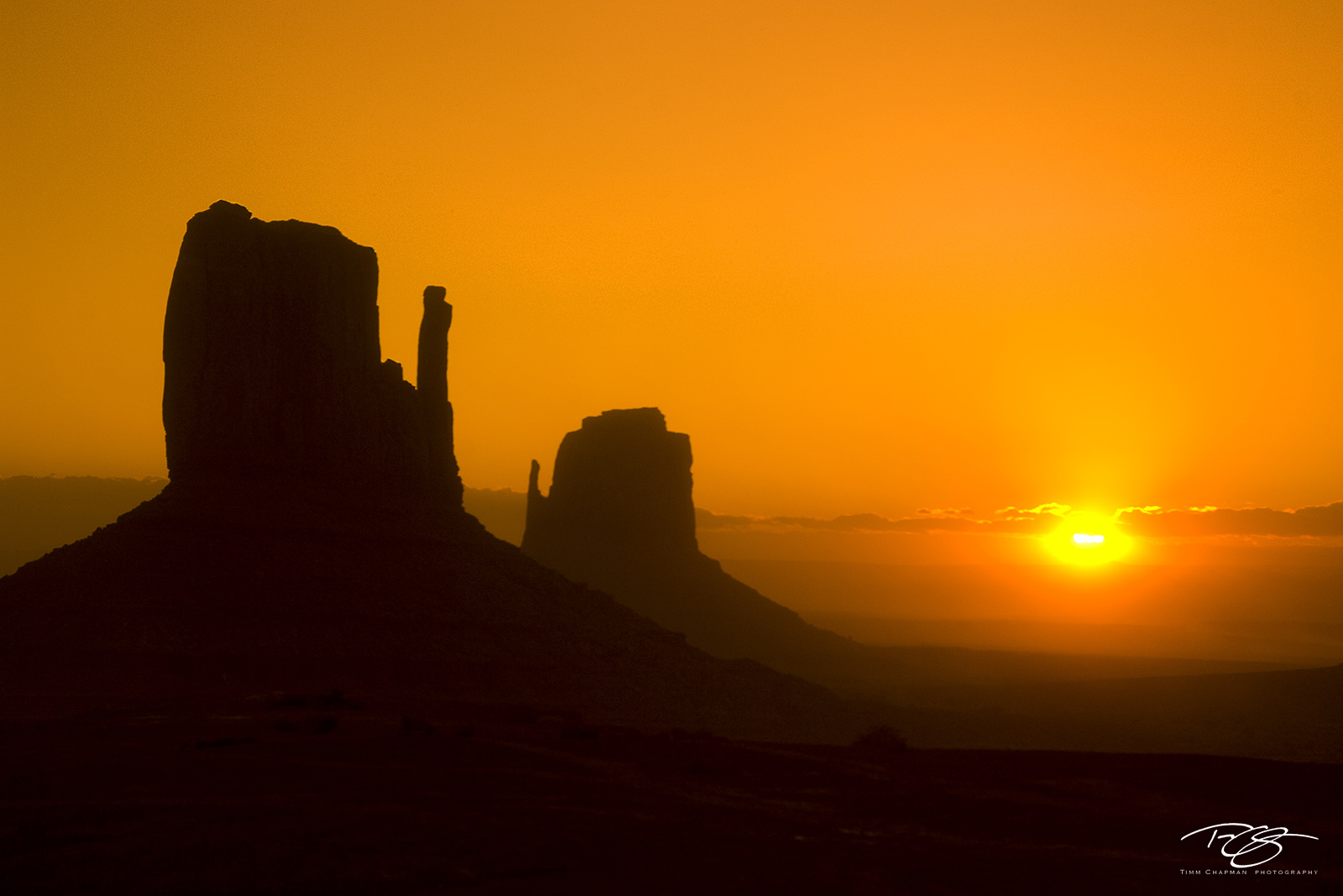 Utah, Arizona, Monument Valley, Southwest, Geology, Mittens, West Mitten, East Mitten, Butte, orange sky, silhouettes, misty, Navajo land, Stagecoach, Old West, sunrise, daybreak, dawn, photo