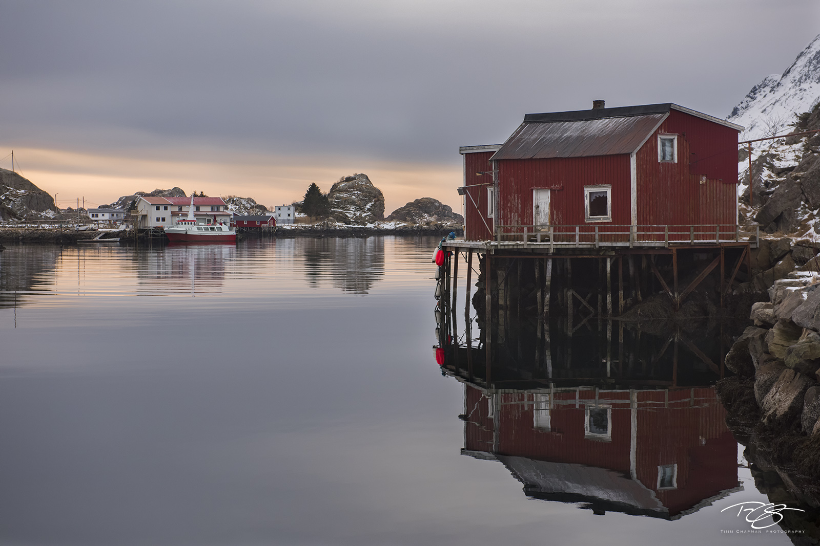 norway, gallery, sund, sheltered cove, sunrise, quiet, reflective, reflection, peaceful, serene, fishing village, Moskenes, Reine, rorbu, rorbuer, photo