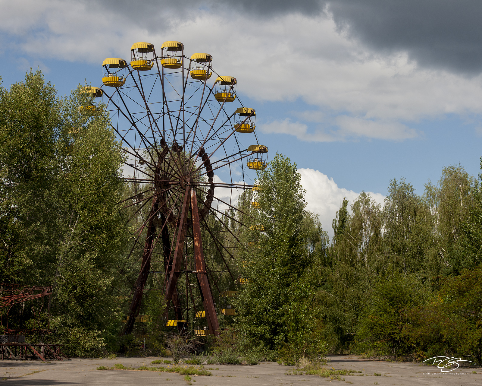 chernobyl, chornobyl, pripyat, exclusion zone, abandoned, forgotten, wasteland, radioactive, decay, rust, ferris wheel, amusement park, spooky, pripyat, yellow, fair, state fair, Not Amused, mold, photo
