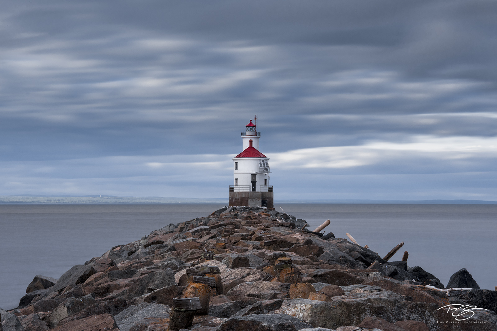 lighthouse, wisconsin point, lake superior, duluth, minnesota, wisconsin, light, beacon, rocky point, red, blue, pier, rocky, jetty, rugged coast, north shore, long exposure, stormy, cold, photo