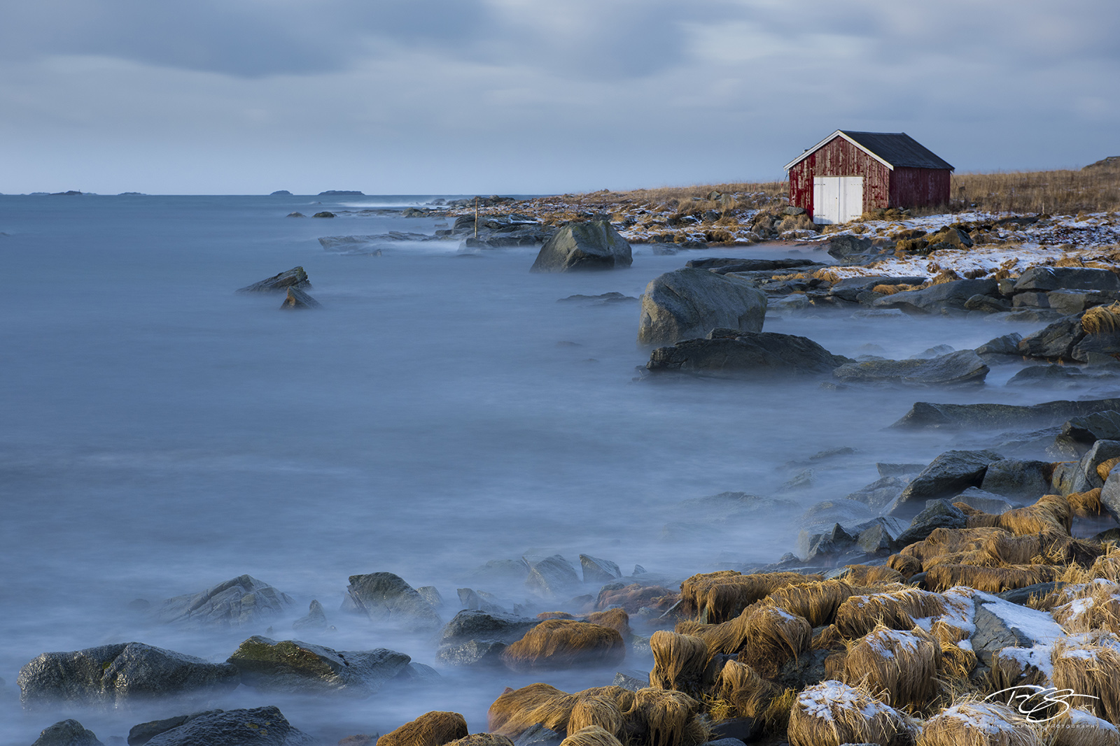 norway, gallery, boathouse, boat house, winter, cold, secluded, seclusion, smoky, waves, rocky shoreline, rocky coastline, quiet, reflective, reflection, peaceful, serene, seclusion, Moskenes, Reine, photo