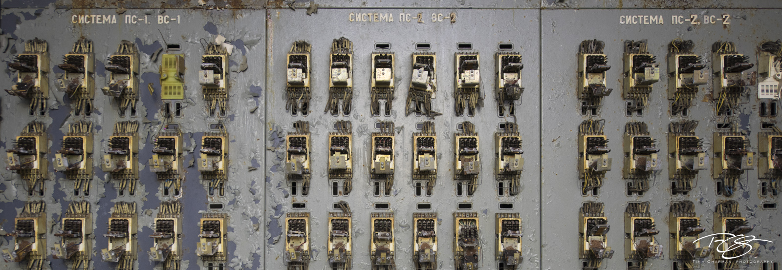 chernobyl, chornobyl, panorama, exclusion zone, abandoned, forgotten, wasteland, radioactive, decay, peeling paint, duga, radar, russian woodpecker, control panel, connection panel, wires, control boa, photo