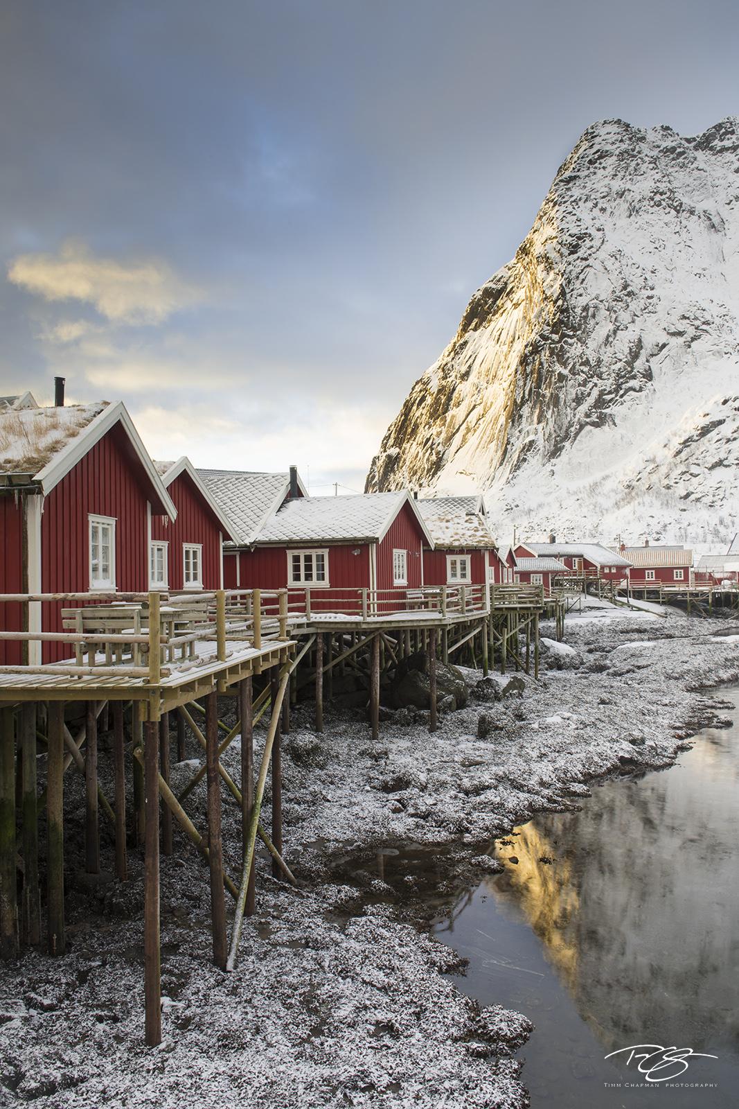 norway, gallery, lofoten, Hamnøy, hamnoy, Hamnøya, Sakrisøya, Sakrisoy, reinebringen, reine, sunrise, warm sun, snowy, fresh snow, alpenglow, selective light, snow, snowing, snowfall, peaceful, quiet, photo