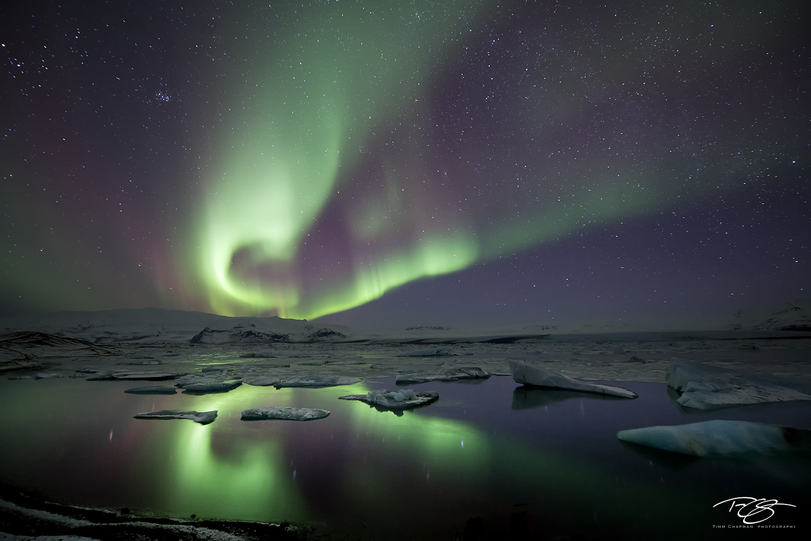 iceland, aurora, borealis, ribbon of light, jokulsarlon, Jökulsárlón, glacier lagoon, mountains, reflection, water, green, violet, stars, northern lights, spirit, coronal mass ejection, solar flare