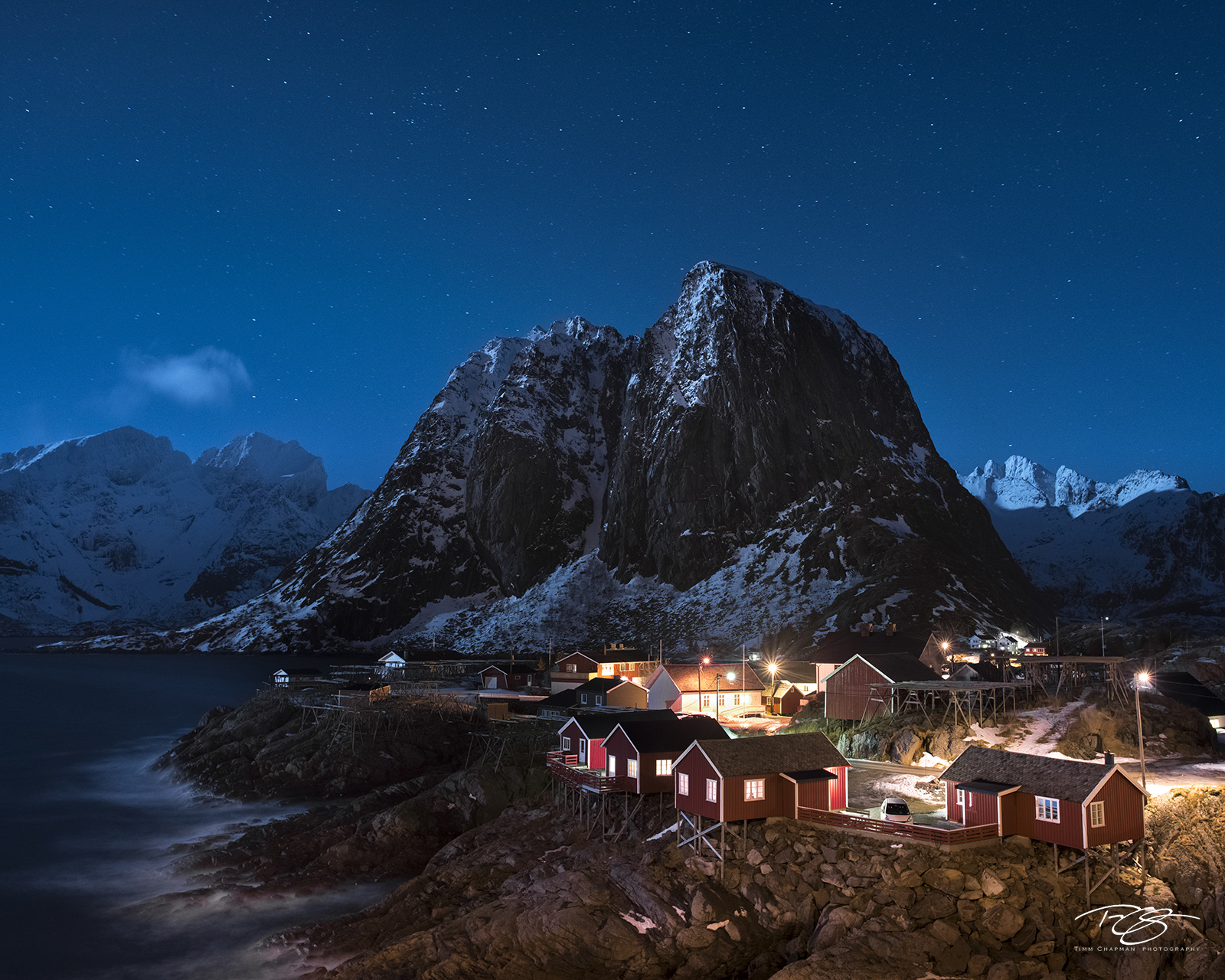 norway, gallery, lofoten, Hamnøy, hamnoy, Hamnøya, Sakrisøya, Sakrisoy, night, stars, clear skies, moody, tranquil, snow, fishing village, Moskenes, Reine, rorbu, rorbuer, Eliassen Rorbuer, winter, photo