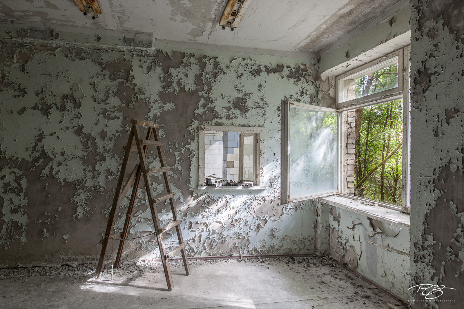chernobyl, chornobyl, pripyat, exclusion zone, abandoned, forgotten, wasteland, radioactive, decay, peeling paint, hospital, ladder, window, renovation, fixer upper, home improvement, handyman special, photo