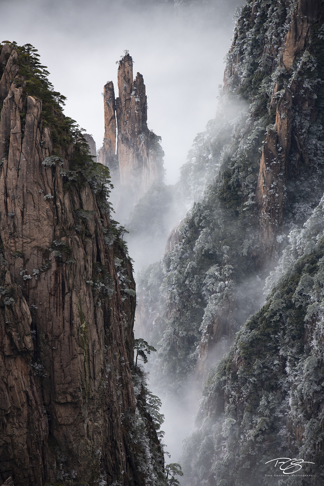 huangshan, china, yellow mountains, floating mountains, clouds, inversion, fog, spires, towers, hidden castle, photo