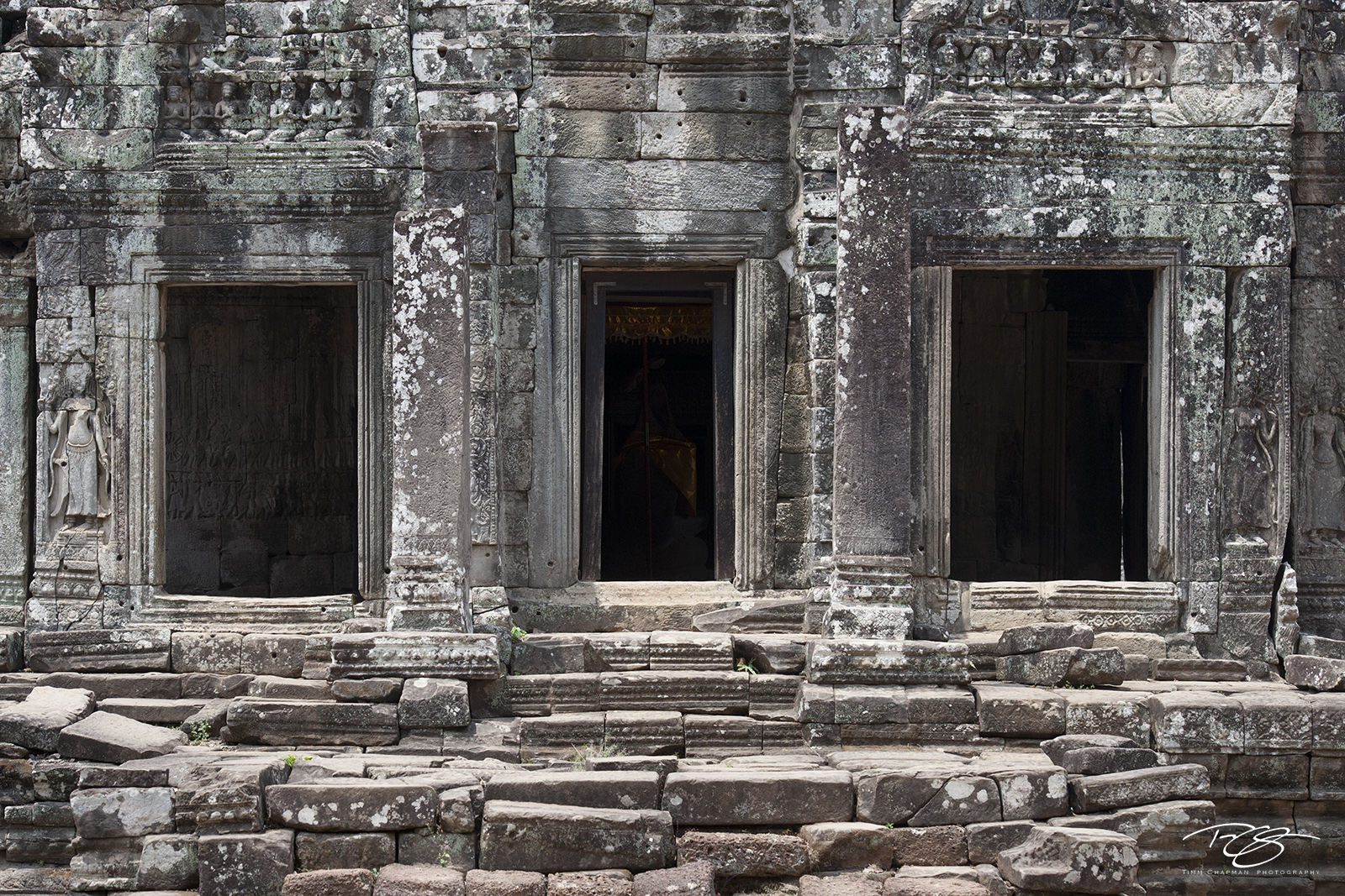 angkor wat, cambodia, temple, bayon, ancient, inner chamber, carving, stone, gallery, chamber, window, light, shadow, sculpture, doorways, doors, door, library, abandoned, forgotten, peace, tranquilit, photo