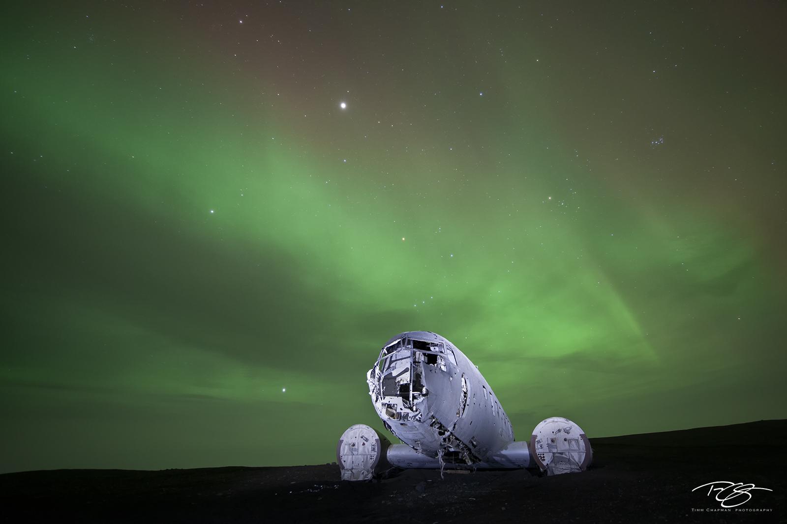 northern lights, aurora, aurora borealis, dc-3, dakota, c-47, airplane, aircraft, plane crash, wreckage, iceland, Sólheimasandur, apocalyptic, apocalypse, photo