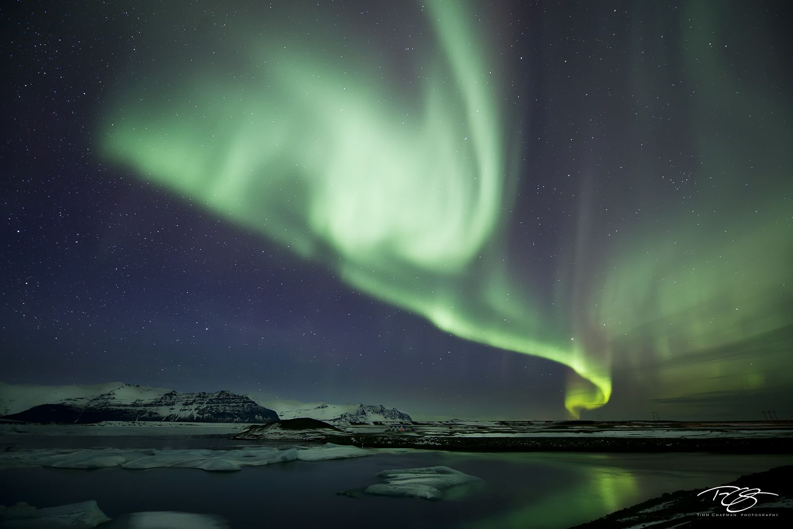 iceland; aurora; borealis; ribbon of light; jokulsarlon; Jökulsárlón; glacier lagoon; mountains; reflection; water; green; violet; stars; northern lights; spirit; coronal mass ejection; solar flare; e