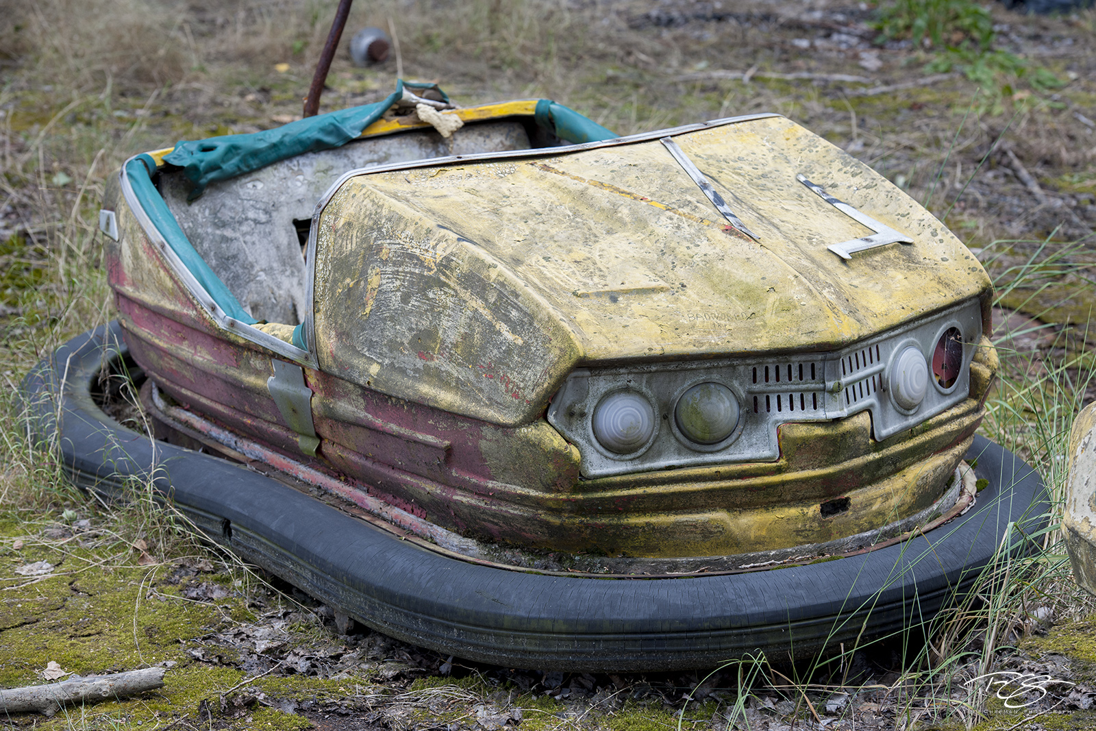 chernobyl, chornobyl, pripyat, exclusion zone, abandoned, forgotten, wasteland, radioactive, decay, peeling paint, moss, reclamation, bumper car, dodgem, amusement park, dodge em, yellow, fair, state , photo