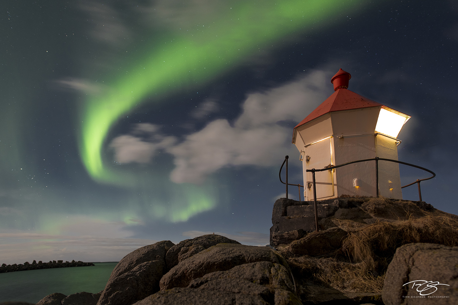 lofoten, northern lights, aurora, borealis, aurora borealis, aurora australis, lighthouse, light, night, sky, swirling light, green, solar flare, mass coronal ejection, unstad, eggum, beach, coast, sw, photo
