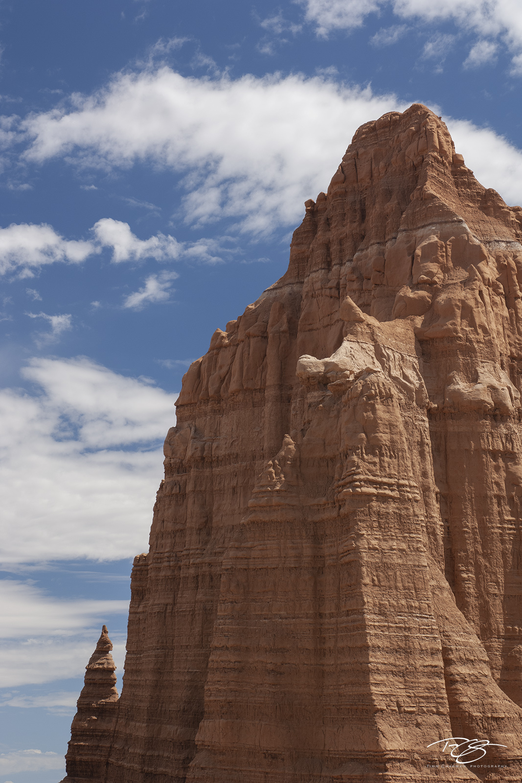 Rising to a height of 1704 metres (~5600 feet), the Temple of the Moon towers above the valley floor in central Utah's Colorado...