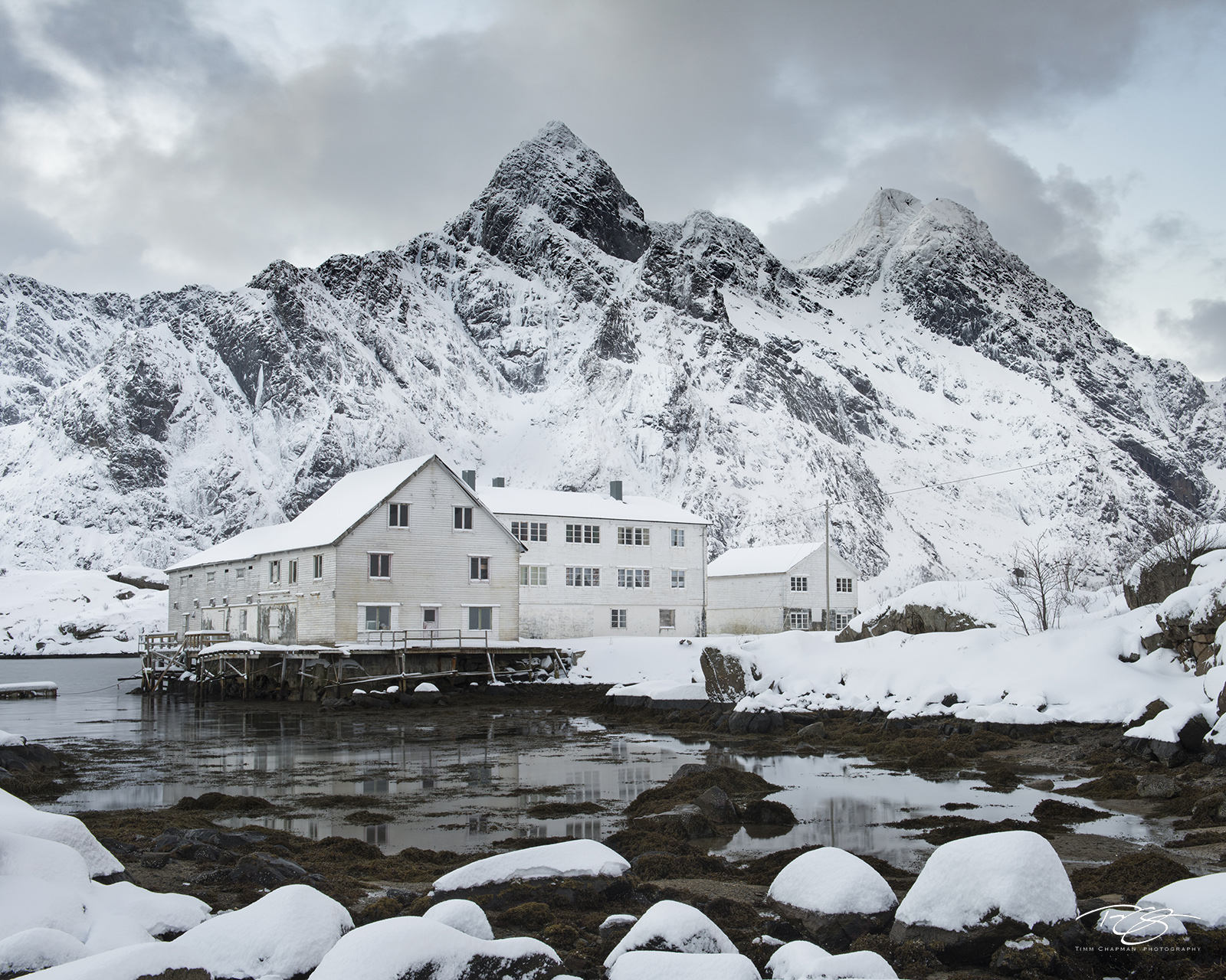 lofoten, Mærvoll, snowy, fresh snow, himmeltinden, winter, snow, snowing, snowfall, peaceful, quiet, serene, christmas, fishing village, Vestvagøy, Vestvagøya, factory, white, workshop, photo tour, photo